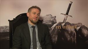 Charlie Hunnam diz ter ficado surpreso ao ver 'Rei Arthur' finalizado
