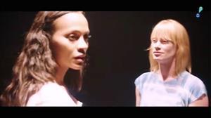 Sia se une a estrelas do cinema em clipe que apoia a luta contra o HIV