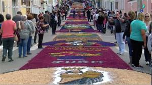 Tapetes coloridos se espalham pelo Brasil no dia de Corpus Christi