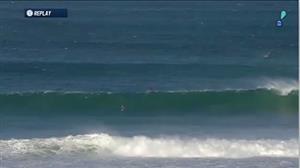Tubarão aparece no mar durante bateria de brasileiro no Mundial de Surfe