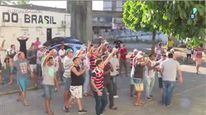 Membros de organizada do Santa Cruz invadem estádio do clube para protestar