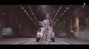 Lana Del Rey libera o clipe da canção 'White Mustang'
