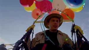 Britânico voa 25 km na África do Sul sustentado por cem balões