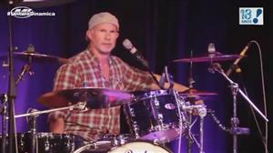 Comparação com humorista deixa baterista do Red Hot Chili Peppers furioso