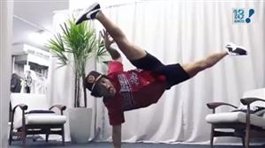 Bruno Mars divulga vídeo mostrando habilidade na capoeira