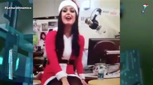 Katy Perry se veste de Mamãe Noel e canta para crianças em hospital dos EUA