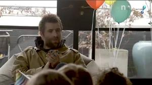 Liam Gallagher concede entrevista inusitada a crianças na Inglaterra