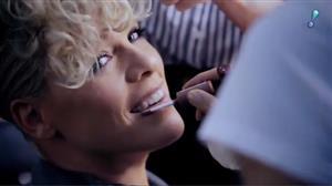 Pink usa imagens de shows e de bastidores no clipe de 'Whatever You Want'
