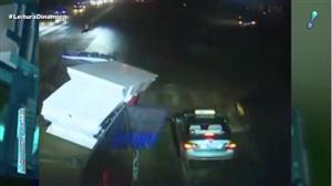 Câmera flagra máquina de 20 toneladas caindo sobre carro na China