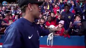 Após três meses lesionado, Neymar volta aos treinos
