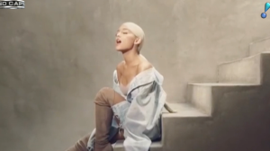 Ariana Grande faz 25 anos e dá presente especial aos fãs