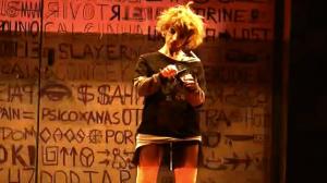 Alessandra Negrini faz uma 'crazy teen' na tragicomédia 'Uísque & Vergonha'