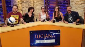 Luciana Gimenez fica chocada com desfile de 'perucas vaginais' em Nova York
