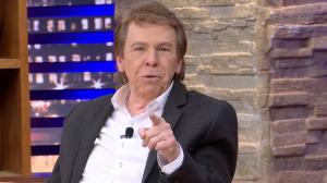 """Nelson Rubens extrai fofoca de Luciana Gimenez: """"Falaram que está saidinha"""""""