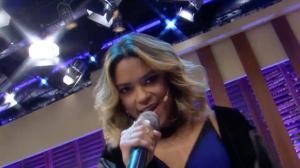 Lucy Alves canta  'Mexe, Mexe' e 'Caçadora' no Luciana By Night