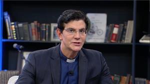 Padre Reginaldo Manzotti acredita que padres poderão se casar no futuro