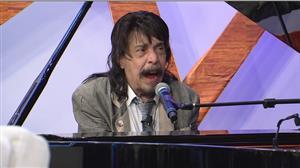 Benito Di Paula toca nova canção e revisita grande sucesso