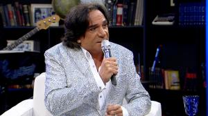 """""""Ser feliz é um ato de coragem"""", acredita o cantor Reinaldo Kherlakian"""