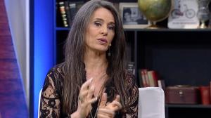 """Carla Vilhena sobre antigo jornalismo: """"Tinha que padronizar o sotaque"""""""
