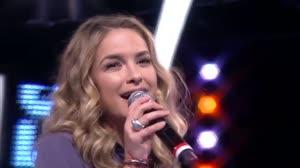 "Lua Blanco canta ""Eu e o Tempo"" no palco do Mega Senha"