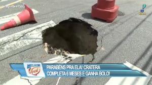 Cratera em bairro de SP completa 6 meses