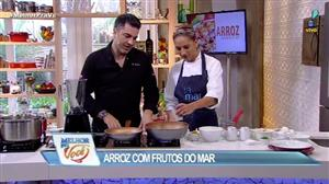 Edu Guedes e convidada ensinam a fazer arroz com frutos do mar