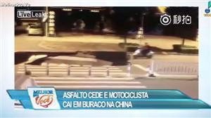Asfalto cede e motociclista cai em buraco na China
