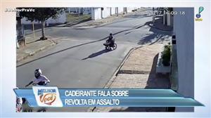 Vídeo impressionante mostra bandido assaltando cadeirante em SP