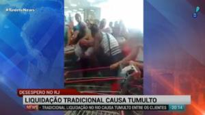 Liquida��o tradicional no Rio causa tumulto
