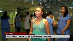 Internada por causa de doença grave ganha festa surpresa de 15 anos