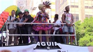 Com 19 trios elétricos, Parada LGBT recebe multidão na Avenida Paulista