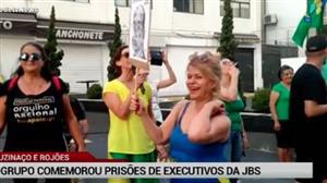 Grupo em SP comemora prisão dos irmãos Batista