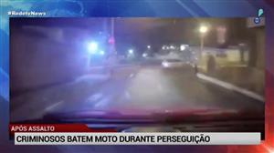 Criminosos caem de moto durante perseguição após assalto