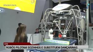 Robôs pilotam sozinhos e substituem dançarinas em feira