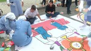 Fiéis cariocas ficam a madrugada fazendo tapetes para o Corpus Christi