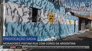 Decepcionados com 7 a 1, moradores pintam rua com cores da Argentina