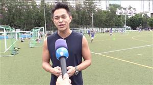 Crianças chinesas aprendem o estilo brasileiro em escolinhas de futebol