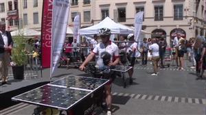 Ciclistas viajam da França à China movidos por energia solar