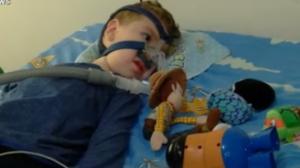 Crianças com AME aguardam medicamento de alto custo