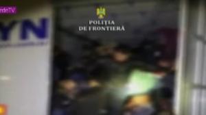 Polícia encontra 47 pessoas escondidas dentro de caminhão na Romênia