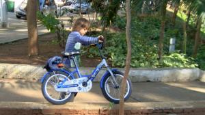 Crianças devem brincar ao menos uma vez por semana ao ar livre, diz SBP