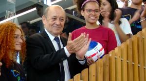 Parceria oferece aulas gratuitas de francês a jovens carentes em SP