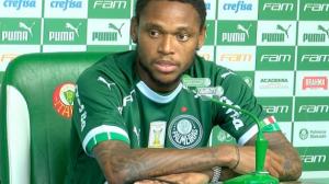 Luiz Adriano é apresentado no Palmeiras