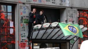 Embaixada do Brasil em Londres é alvo de protestos