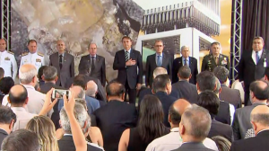 Bolsonaro participa de formatura de sargentos no interior mineiro
