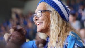 Dona Salomé, torcedora símbolo do Cruzeiro morre aos 86 anos