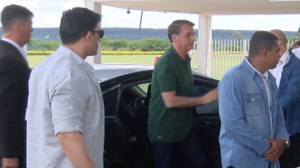 Bolsonaro assina MP e fixa salário mínimo em R$ 1.039 para 2020