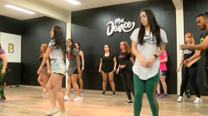 Aula de dança em academia vira febre no Brasil