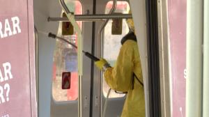 Militares fazem ação de limpeza contra coronavírus no Rio de Janeiro