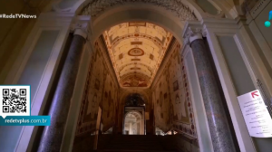 Europeus reabrem templos, museus e fronteiras